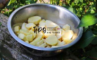 запеченный картофель с салом на шампурах
