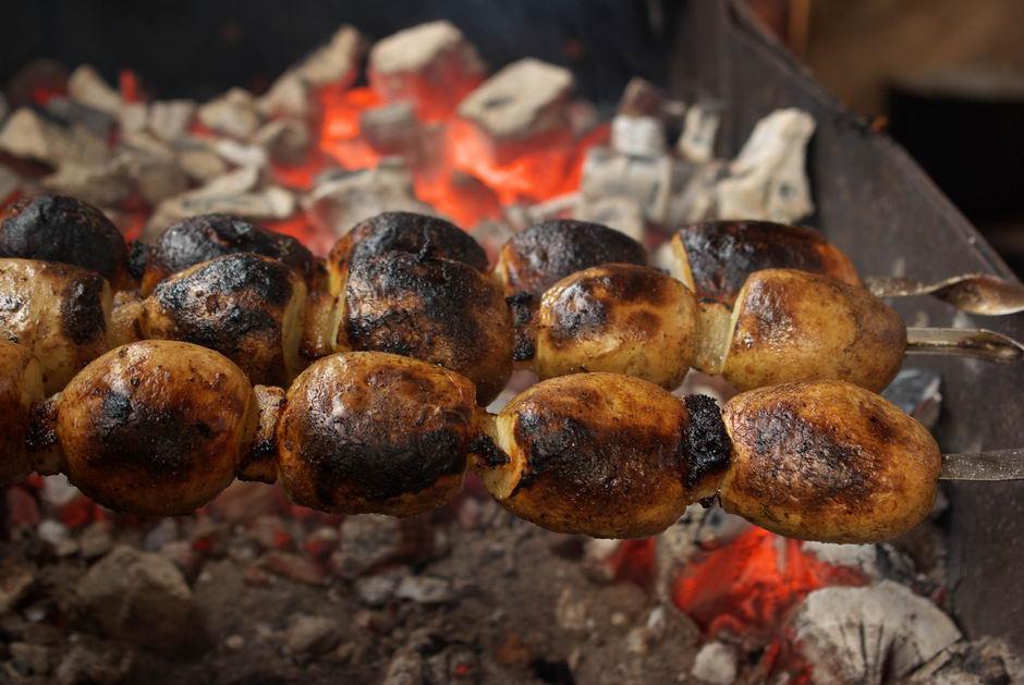 как запекать картошку на углях