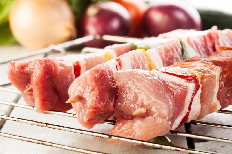 как резать мясо на шашлык